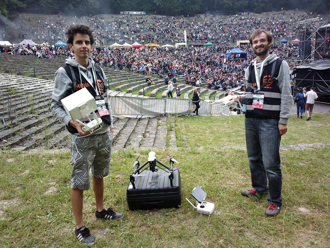 Na koncercie rockowym z dronem Viadron i Sowiweb